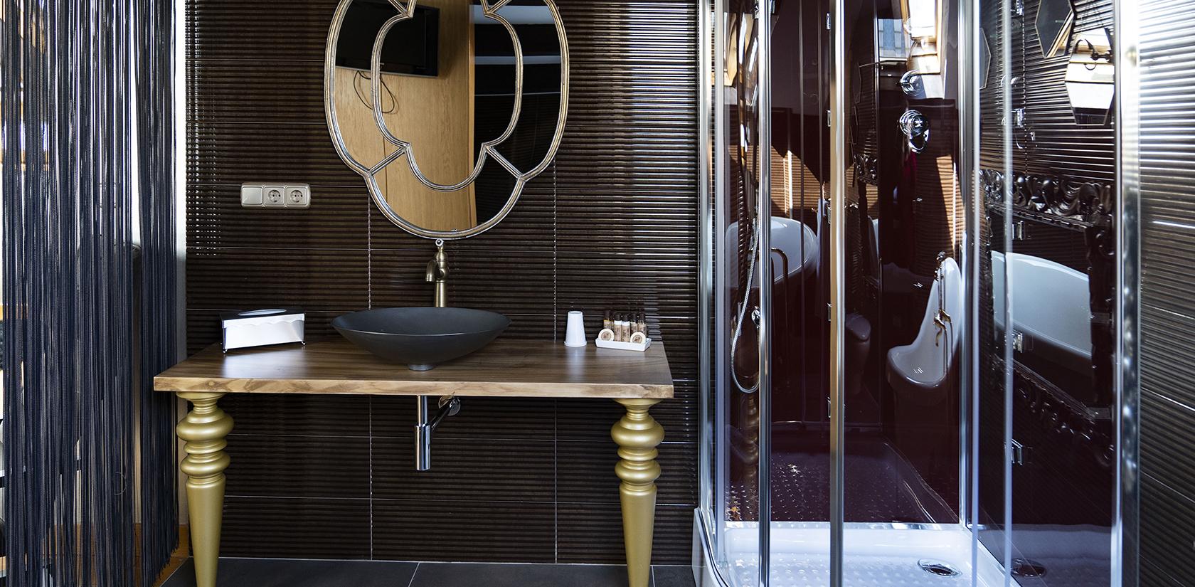 Habitación Malveiras, detalle del baño, ducha de hidromasaje